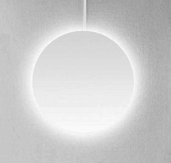 spegel med belysning